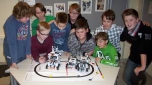 Die Informatik AG mit selbst gebauten Robotern